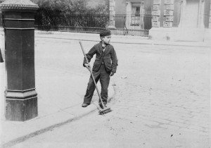 Crossing sweeper in 1884 (by R L Sirus, courtesy of The National Archives